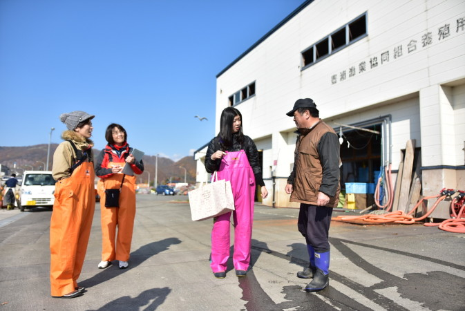 Visiting the Port in Toyoura Town, Fish Market and Scallop Fishing[Toyoura]