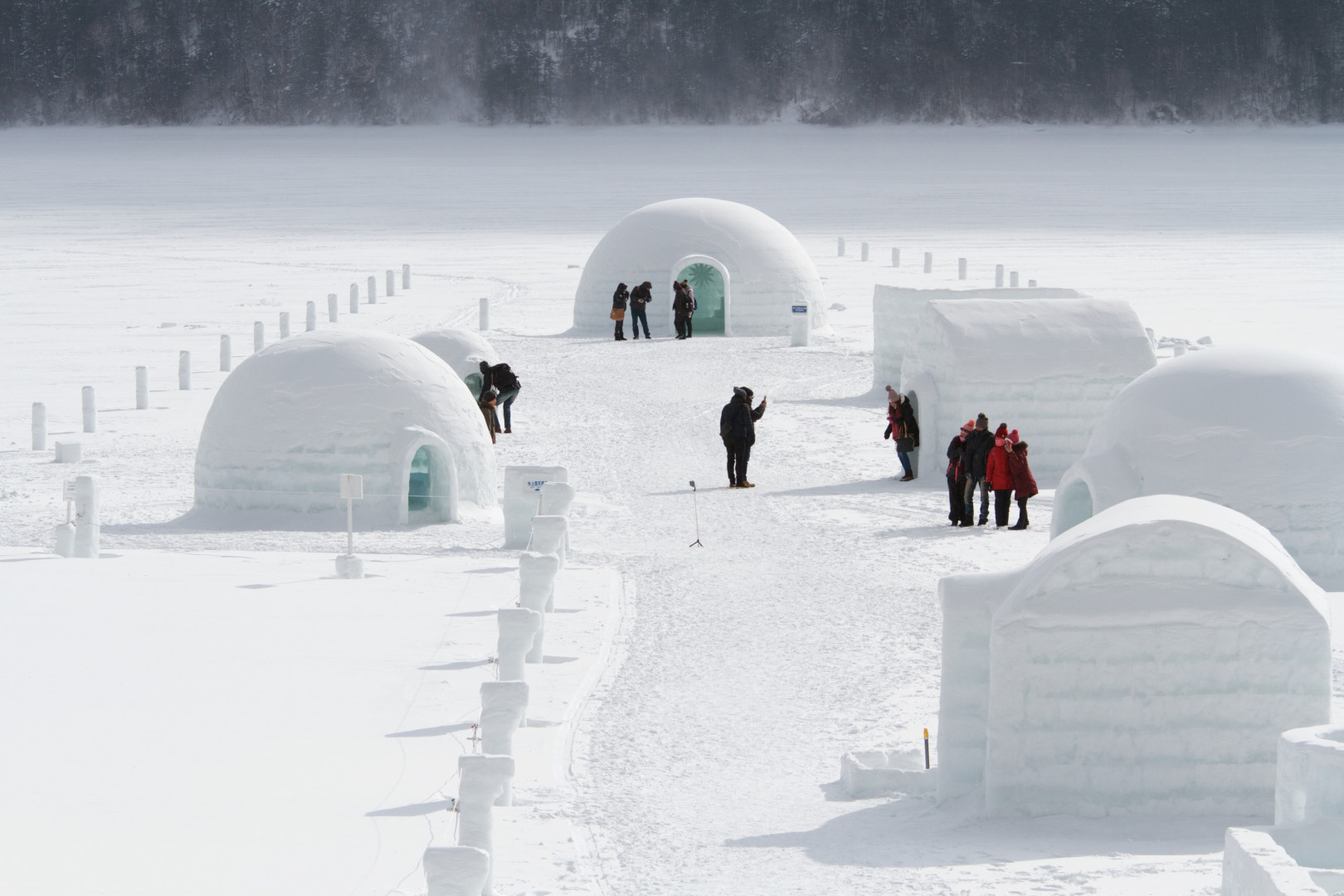 Kotan around Lake Shikaribetsu unique to winter appearing in an ice-bound world
