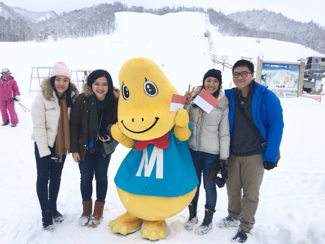 We love experiencing snowball fight at Mikasa town