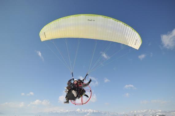 Enjoy a birds-eye view of Furano from a motor paraglider! (Furano City)