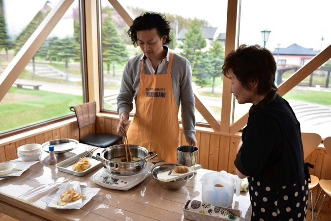 ) Pick your own potatoes and make fresh potato chips! (Naka Furano Town)
