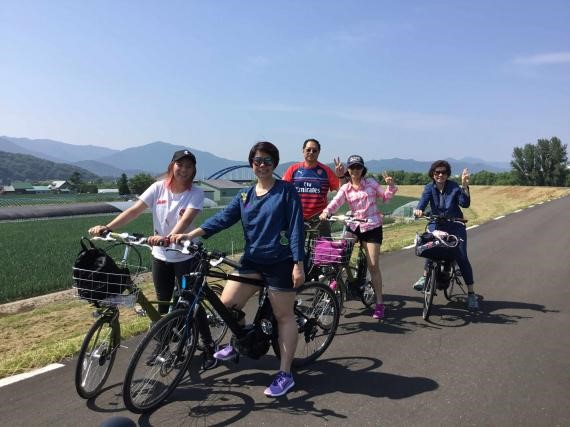 A delicious melon tour on electric bikes! (Furano City)
